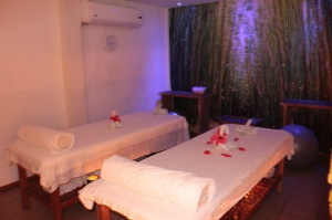 Quarto dedicado á massagem de casal