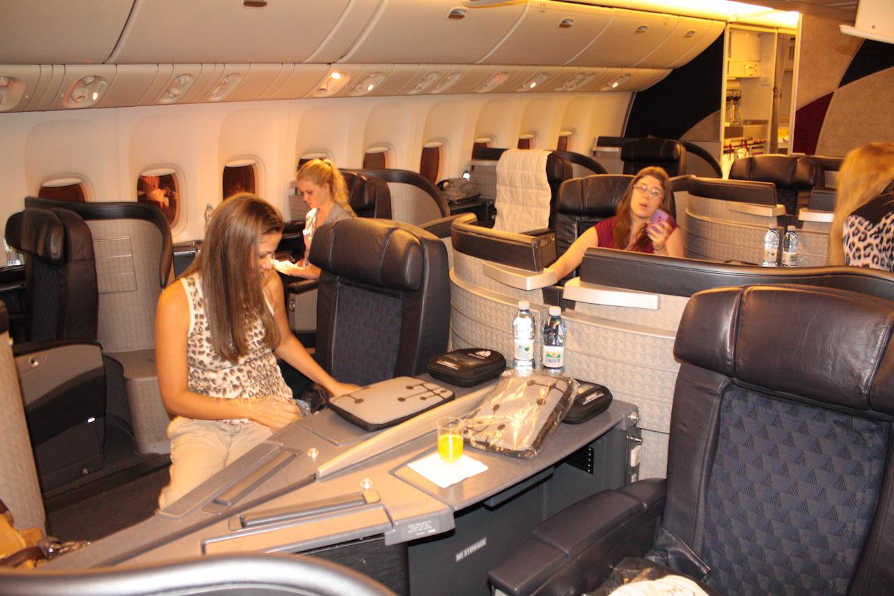 primeira classe tem espaço para 16 pessoas mas no nosso voo so  #B36318 1280x853 Banheiro De Avião Da Gol