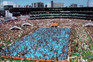 piscina lotada